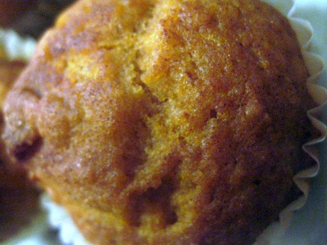 Easy Cinnamon Pumpkin Cake Muffins & VIDEO