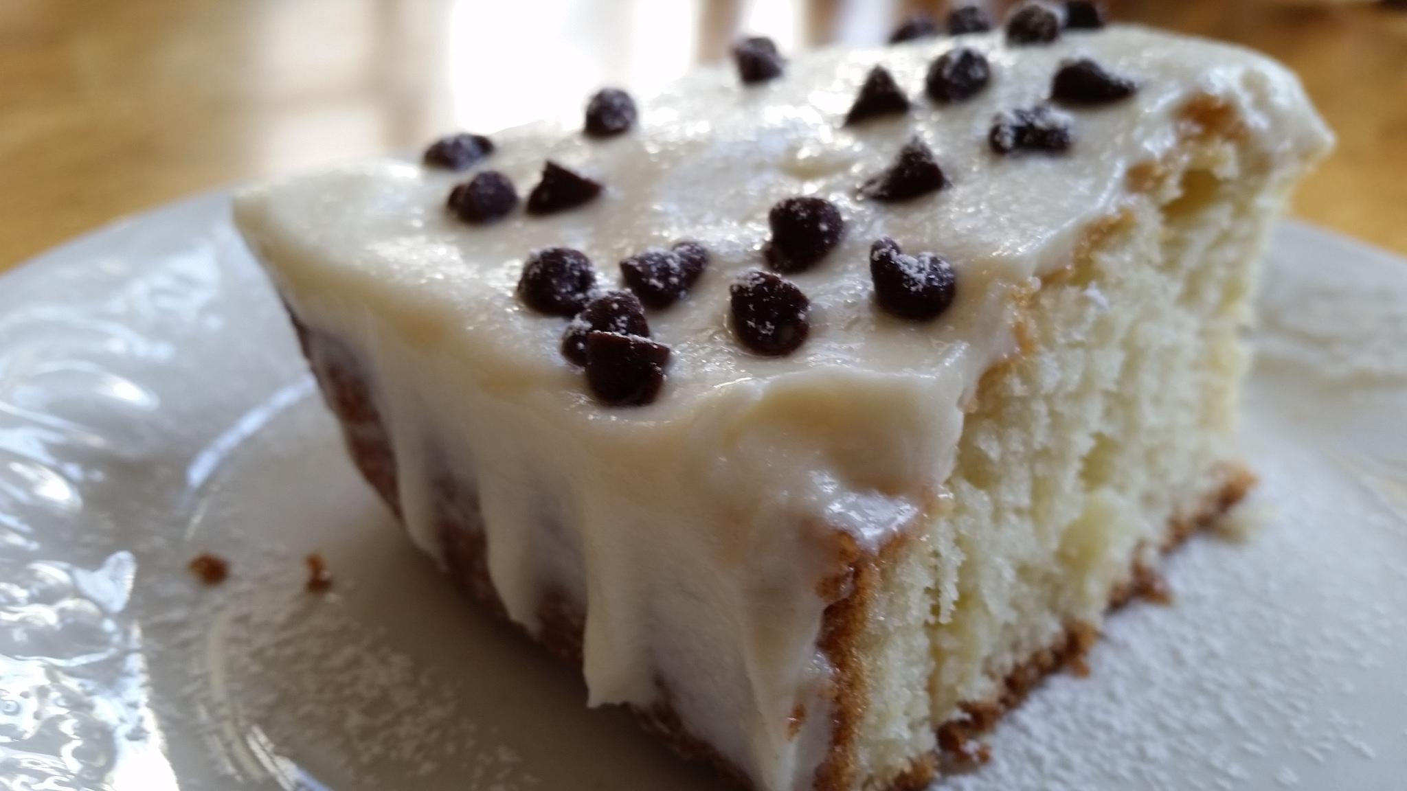 Cannoli Poke Cake