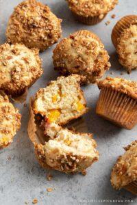 almond-peach-muffins-streusel
