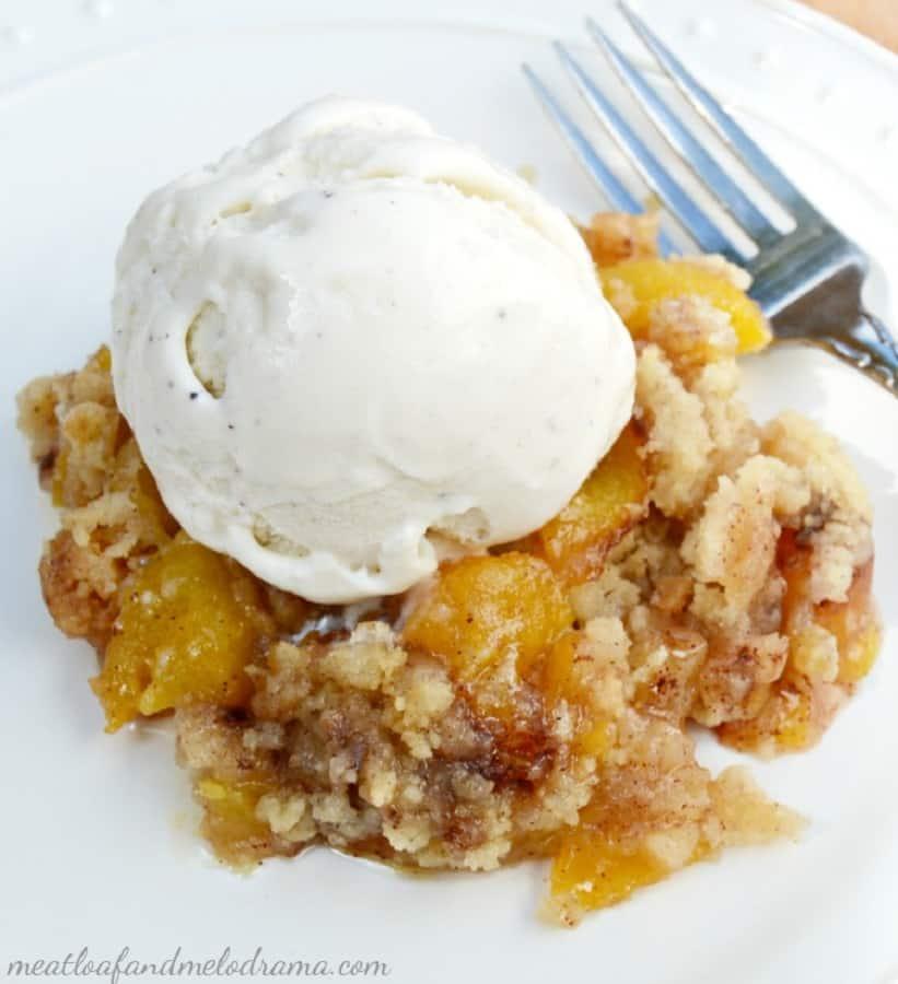 homemade-fresh-peach-crisp-ice-cream