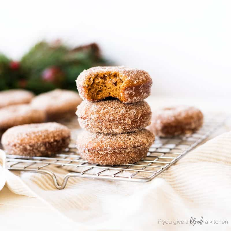 Christmas-gingerbread-donuts-11.2018-e1542245707236