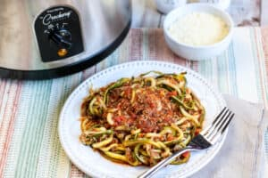 Slow Cooker Zoodles in Meat Sauce
